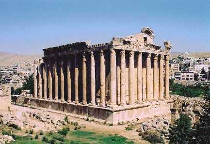 Les Mystérieuses constructions antiques que peut-on en penser? K_bacchus_baalbek